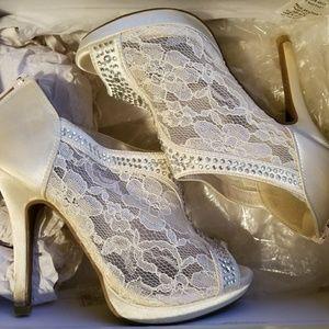 Like new rinestone lace heels